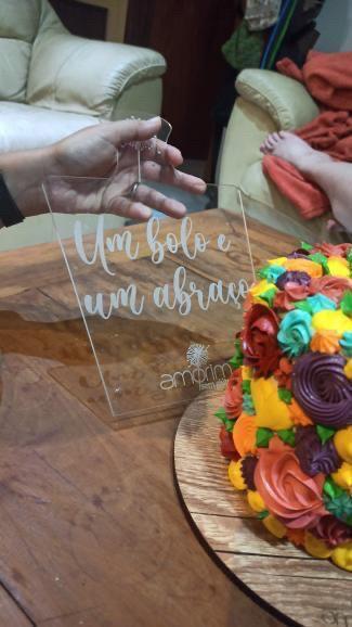 Espatula p/ servir bolo alto - Um bolo, e um abraço - Júlia Amorim