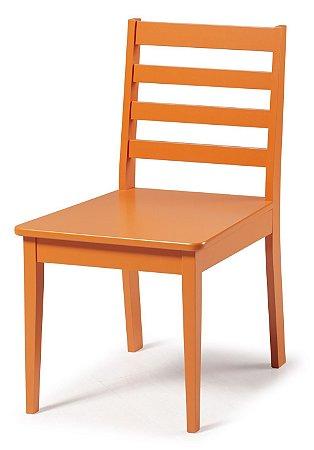 Cadeira Imperial com Encosto Ripado e Acento na Cor Laranja