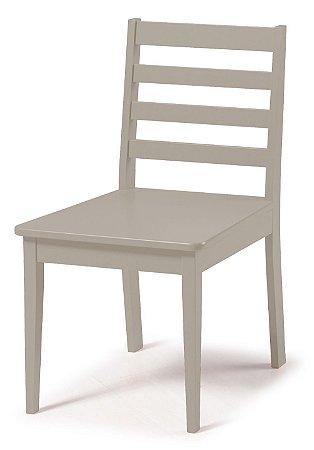 Cadeira Imperial com Encosto Ripado e Acento na Cor Nude