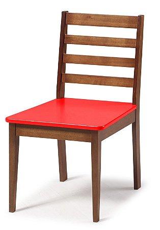 Cadeira Imperial com Encosto Ripado Marrom  e Acento na Cor Vermelho