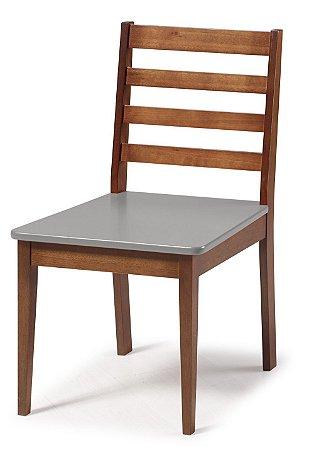 Cadeira Imperial com Encosto Ripado Marrom  e Acento na Cor Cinza