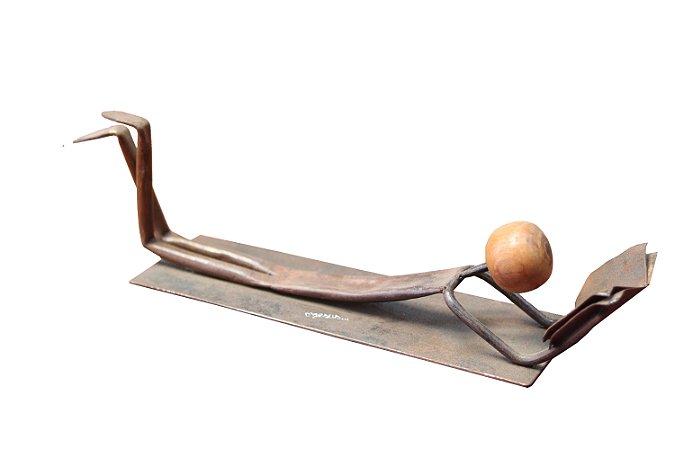 Escultura Leitor Deitado