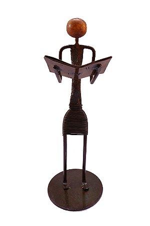 Escultura Leitor em Pé Ferro Decorativo