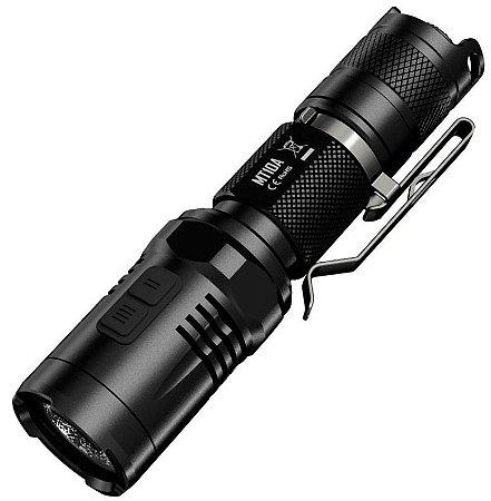 Lanterna Tática Policial Compacta e Potente NiteCore MT10A Led 920 Lumens + Pilha AA