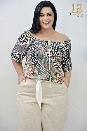 Blusa  modelo ciganinha com detalhe de amarrar na frente.