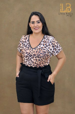 T-shirt animal print com dordado no decote.
