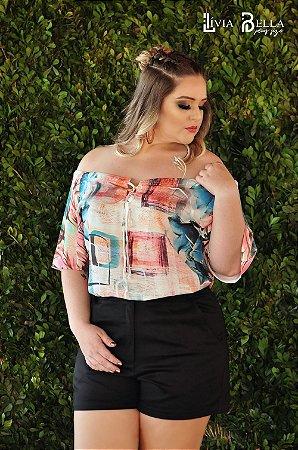 Blusa  sublimada modelo ombro a ombro com trançado no decote.
