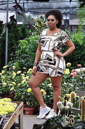 Conjunto sublimado blusa e short com bolso lateral.