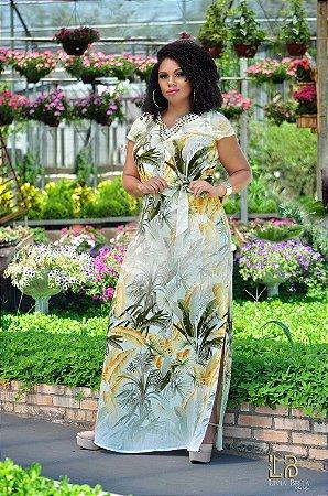 Vestido longo com fendas laterais, sublimado e decote bordado.