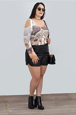 Blusa sublimada com alça, ombro vazado e manga longa.