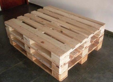 Pallet novo de madeira pinus
