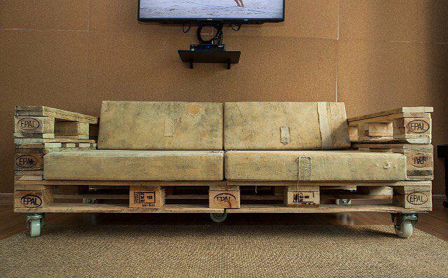 Sofá 3 lugares com encosto -  lona de caminhão /  courino com braços