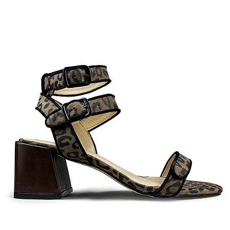 Sandalia em couro animal print mod525
