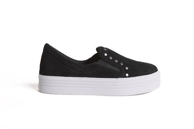 Sneaker em couro rebite preto mod144