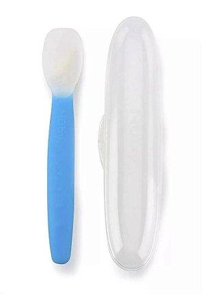 Colher de Silicone Azul Com Estojo - Nuby
