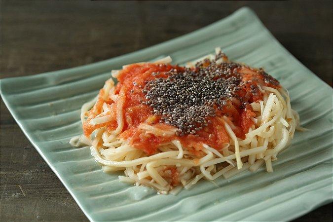 Espaguete de pupunha ao molho de tomate fresco e chia