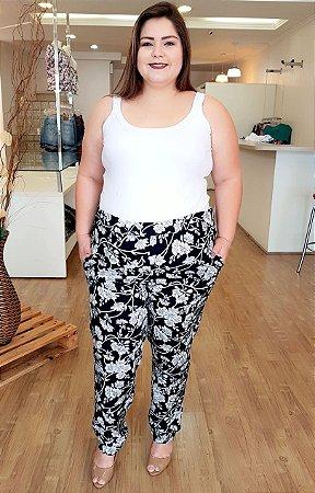 Calça Floral Preto e Branco Plus Size
