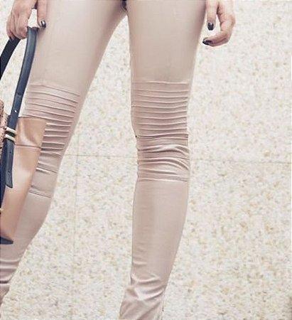 adedcebe3 Calça Skinny Feminina de Suede - Loja Bastiana - Roupas e Acessórios