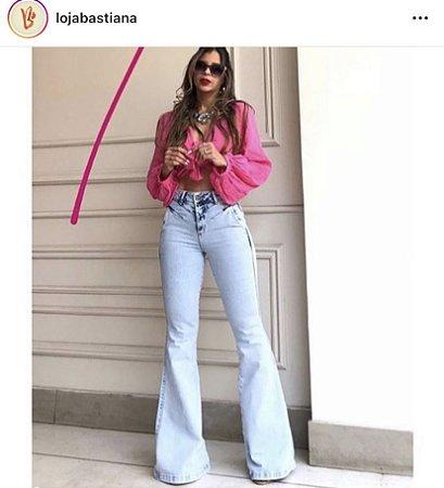 Calça Jeans Flare com recortes Beatriz
