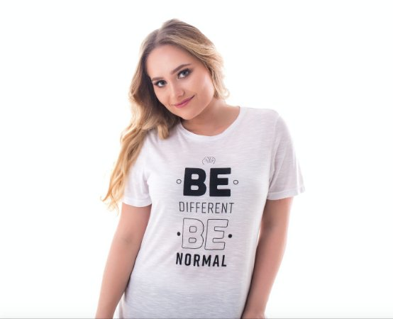 Camiseta Be Different - Be Normal