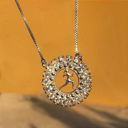 Gargantilha Glamour Corredora Vazada com Círculo de Zircônias Folheada a Ouro Branco