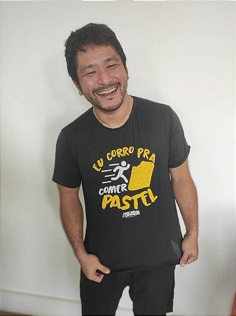 Camiseta EU CORRO PRA COMER PASTEL em Poliamida