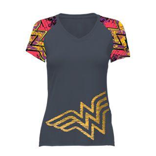 Camiseta Corrida Mulher Maravilha Cinza com Detalhes Coloridos - Produto Oficial Yescom | DC Runseries