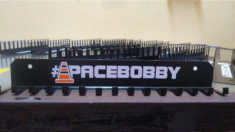 Porta Medalhas #PACEBOBBY em aço com 15 ganchos (30cm x 4cm x 4cm)