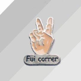 Pin Button FUI CORRER resinado ( 3 cm x 2 cm )