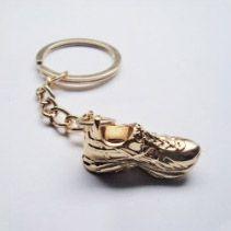 Chaveiro Tênis Dourado