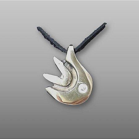 """""""Pomba"""" - Pingente em bronze - 3 cm - c/mensagem, cordão de camurça ecológica regulável  e cristal SWAROVSKI"""