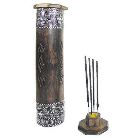 Incensário torre Circular em madeira entalhada com detalhe de metal peruano