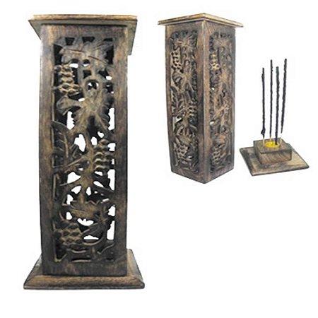 Incensário peruano torre de madeira com entalhe de Parreira Grande