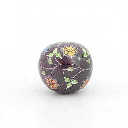 Peso de papel bola esculpida em pedra sabão