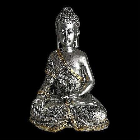 Buda sentado em resina prateado com detalhes em dourado