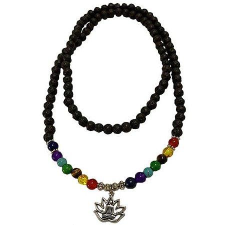 Colar Japamala 108 contas em pedras vulcânicas e pedras dos 7 Chakras - Pingente Flor de Lótus