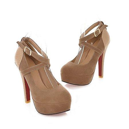 Sapato Salto Alto Com Fivela e Salto Quadrado