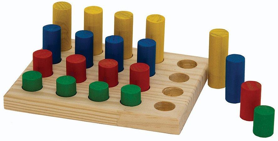 Brinquedo Educativo Jogo De Pinos Base 16x20cm. Com 20 Pinos Coloridos - FUNDAMENTAL