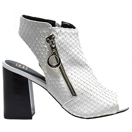 Sandal Boot ''Alexa'' em Couro Branco Escamado by DRSKA