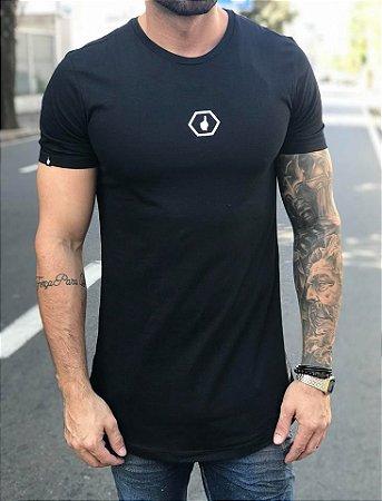 Camiseta Longline Logo Chest Black - Buh