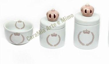 Kit Higiene Bebê Porcelana |Coroa Rosa Brasão com Aplique Rosa| 3 peças