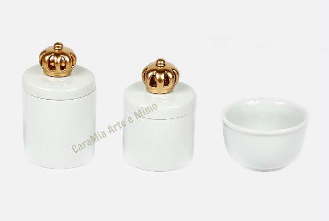 Kit Higiene Bebê Porcelana| Um Reinado Branquinho com Aplique de Coroa Dourada | 3 Peças