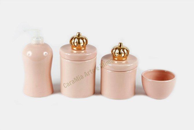 Kit Higiene Bebê Cerâmica | 4 peças| Rosa Antigo com Apliques de Coroas Douradas