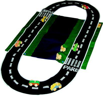 Motorista olha a pista