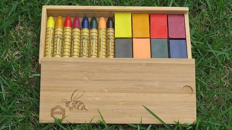 Caixa de bambu (8 blocos e 8 bastões de giz de cera)