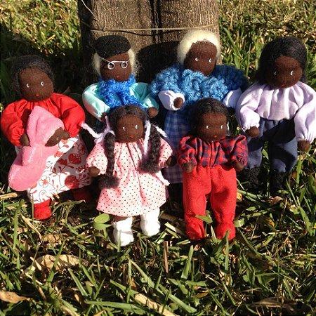 Bonecos de Pano Waldorf - Família Jailma Negra 15cm