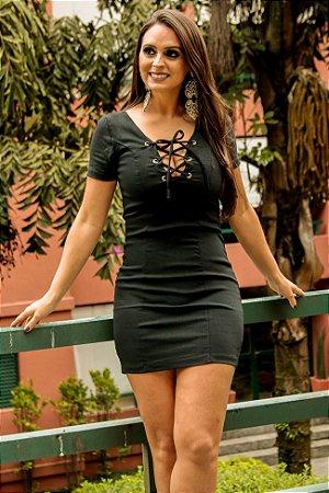 Vestido Tubinho Preto com ilhós