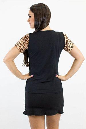 Blusa de malha preta com detalhe em oncinha