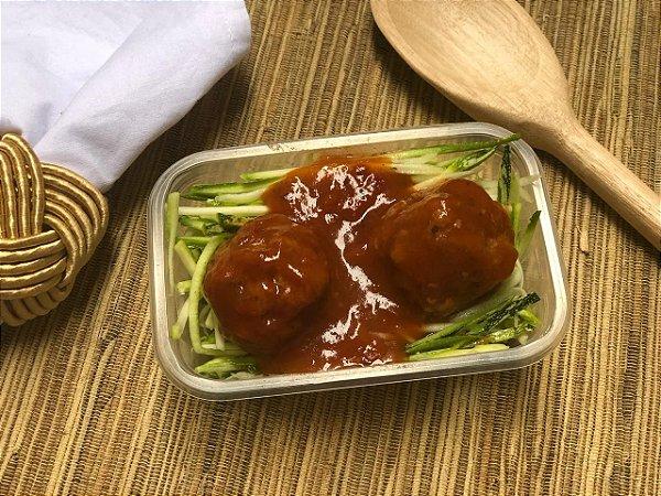 Espaguete de Abobrinha com almôndega ao molho bolonhesa