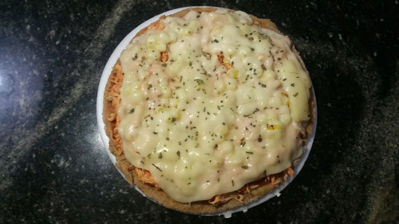 Mini Pizza Integral de Frango com mussarela light e milho